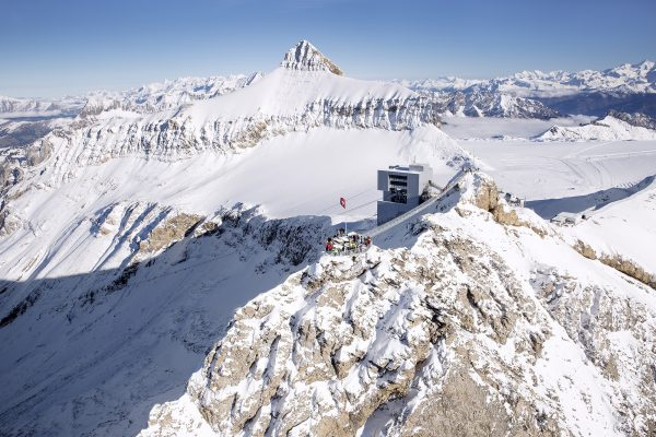 kt_2020_320_glacier3000 peak walk2_2048_10