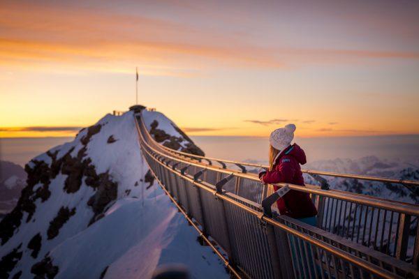 kt_2020_320_glacier3000 peak walk3_2048_10