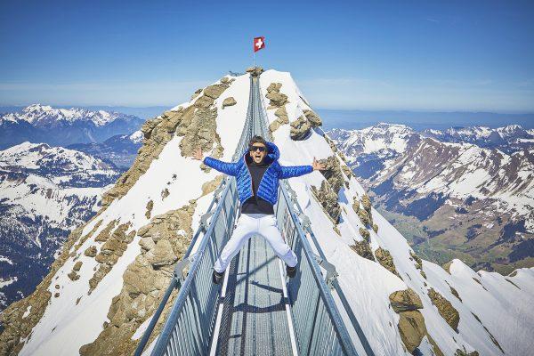 kt_2020_320_glacier3000 peak walk7_2048_10