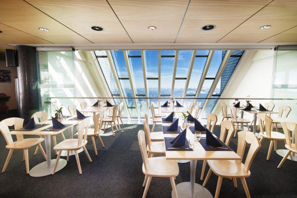kt_2020_320_glacier3000 restaurant2_2048_10