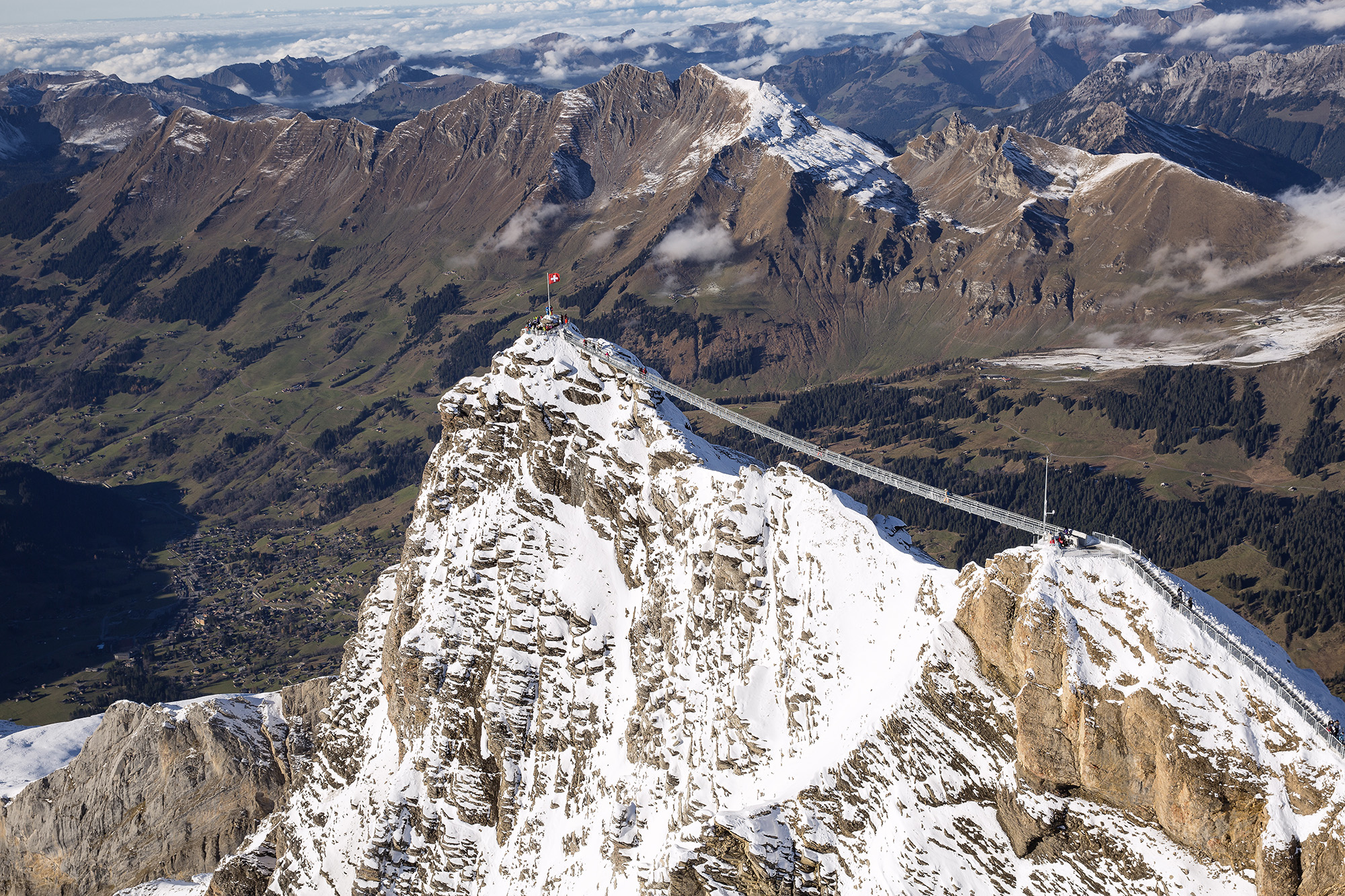 kt_2020_320_Keytours_excursions_Swisstours_glacier3000_peak_walk1_2048_10