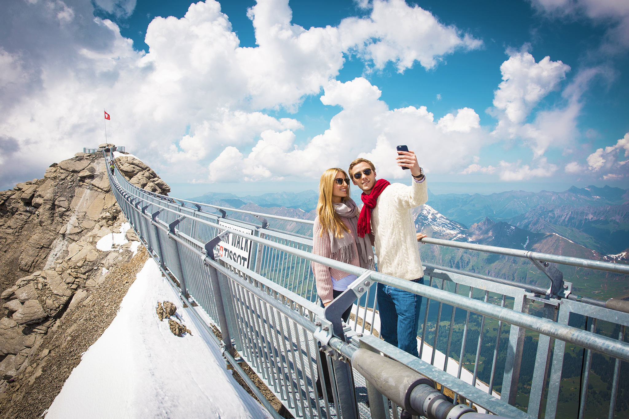 kt_2020_320_Keytours_excursions_Swisstours_glacier3000_peak_walk6_2048_10