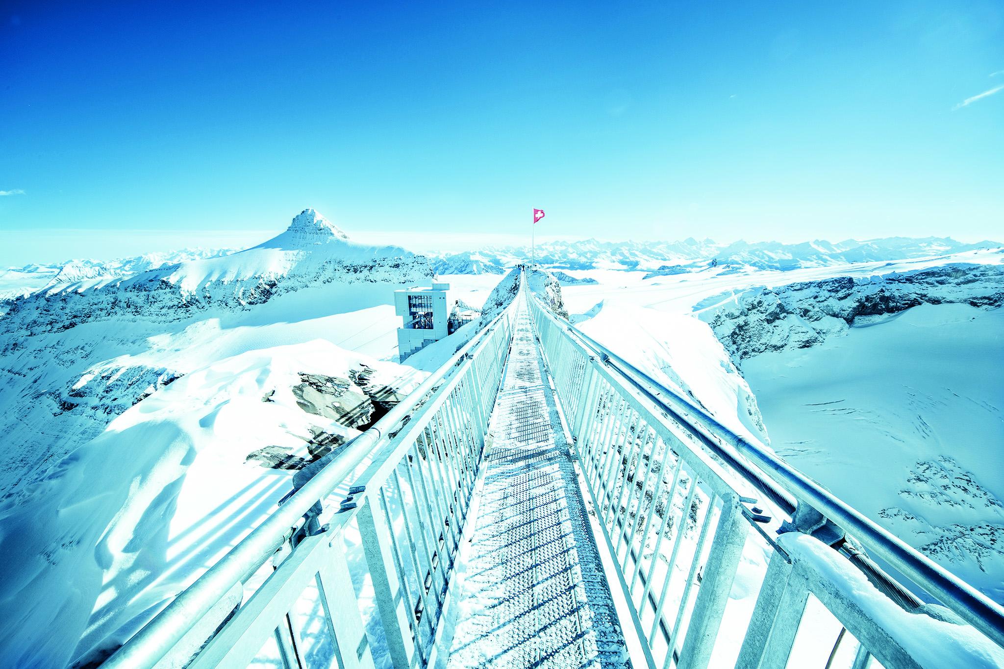 kt_2020_320_Keytours_excursions_Swisstours_glacier3000_peak_walk8_2048_10