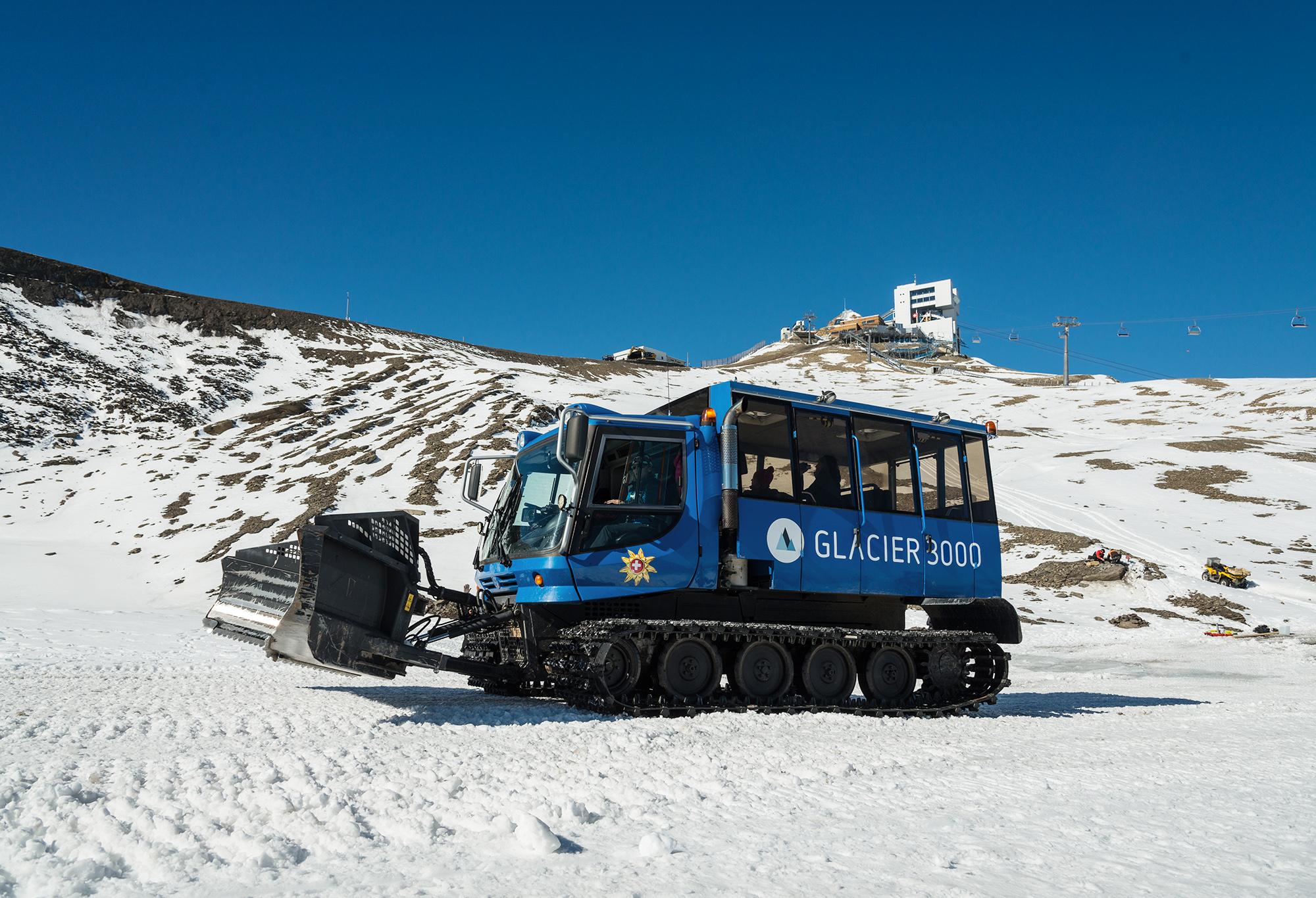 kt_2020_320_Keytours_excursions_Swisstours_glacier3000_snow_bus1_2048_10
