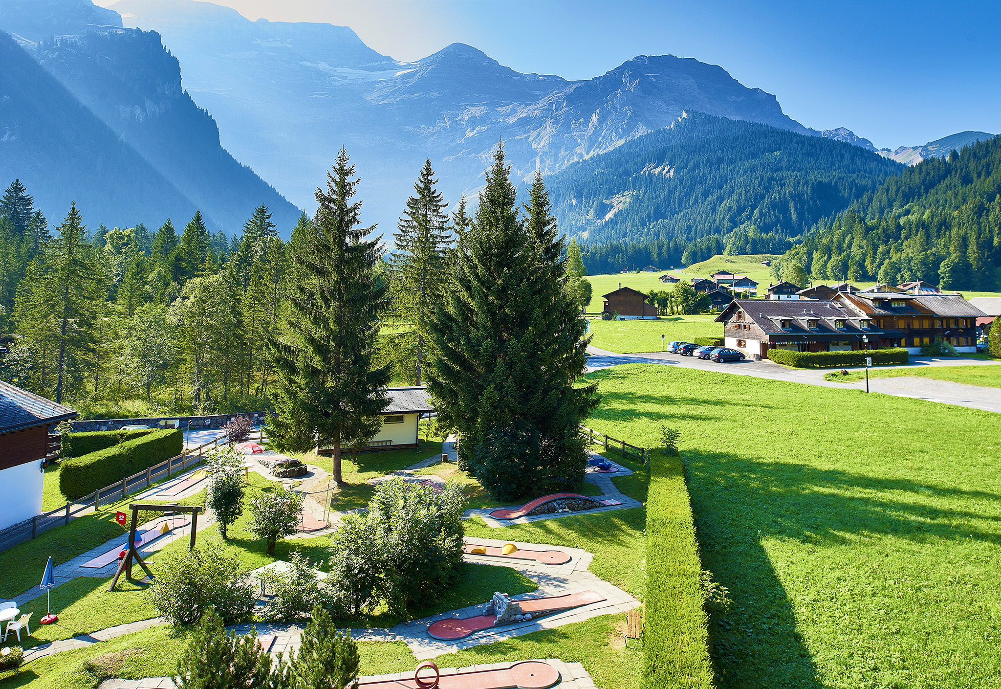kt_2020_320_Keytours_excursions_Swisstours_glacier3000_village1_2048_10