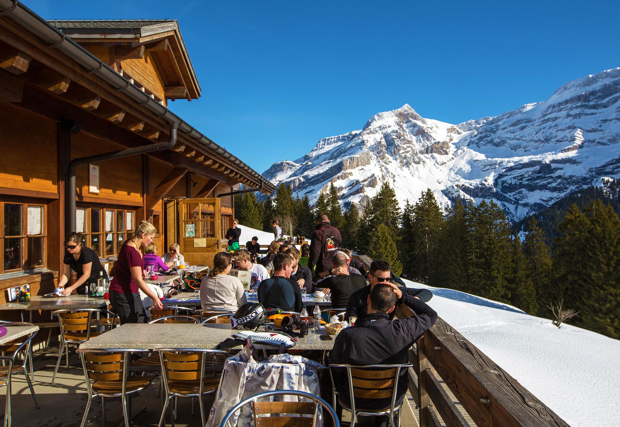 kt_2020_320_Keytours_excursions_Swisstours_glacier3000_village3_2048_10