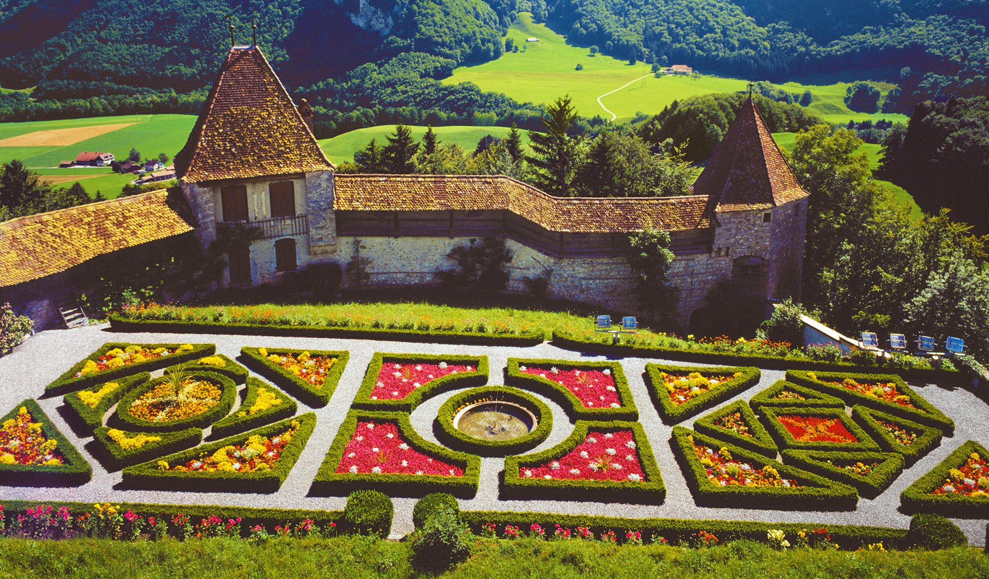 kt_2020_350_Keytours_excursions_Swisstours_gruyères_village14_2048_10
