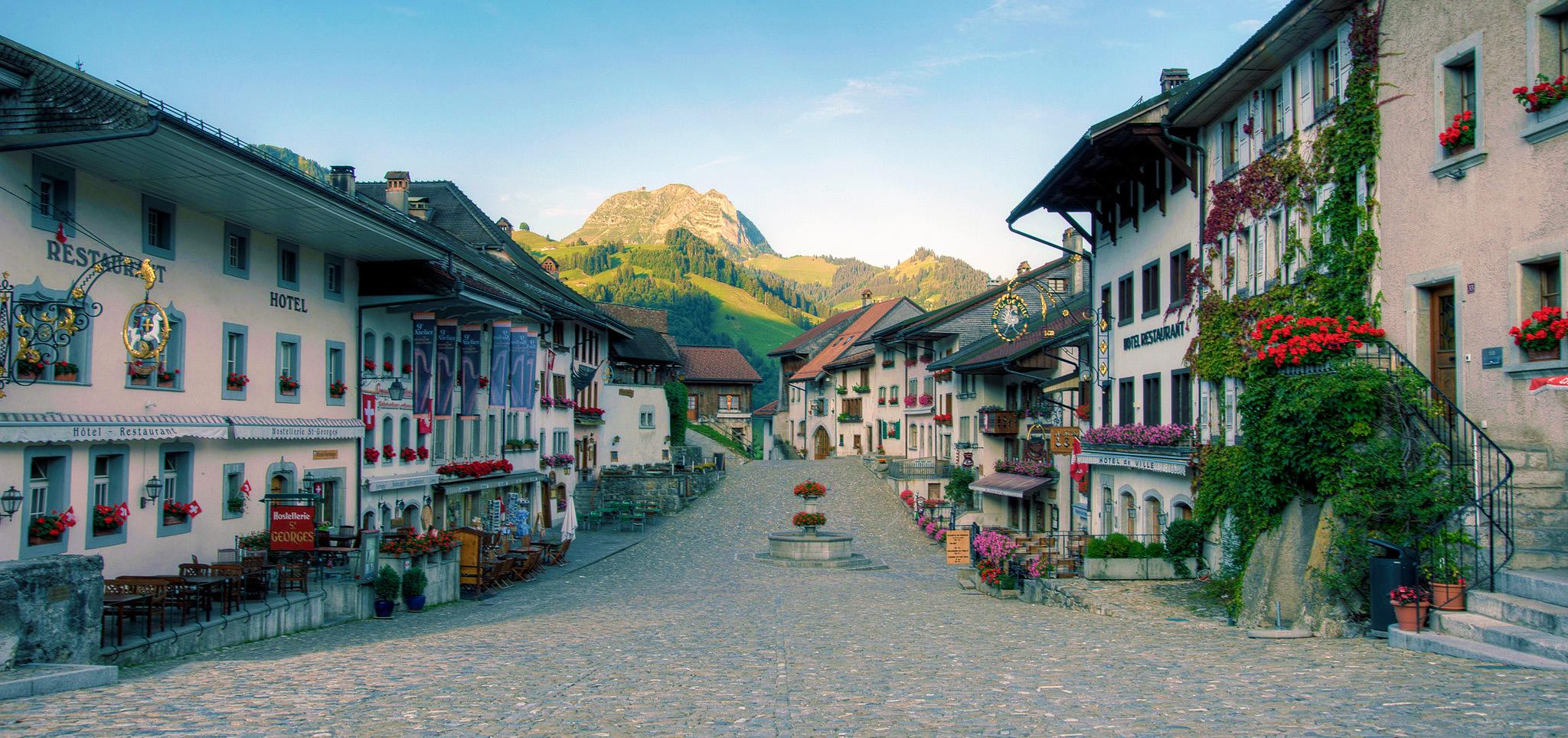 kt_2020_350_Keytours_excursions_Swisstours_gruyères_village3_2048_10