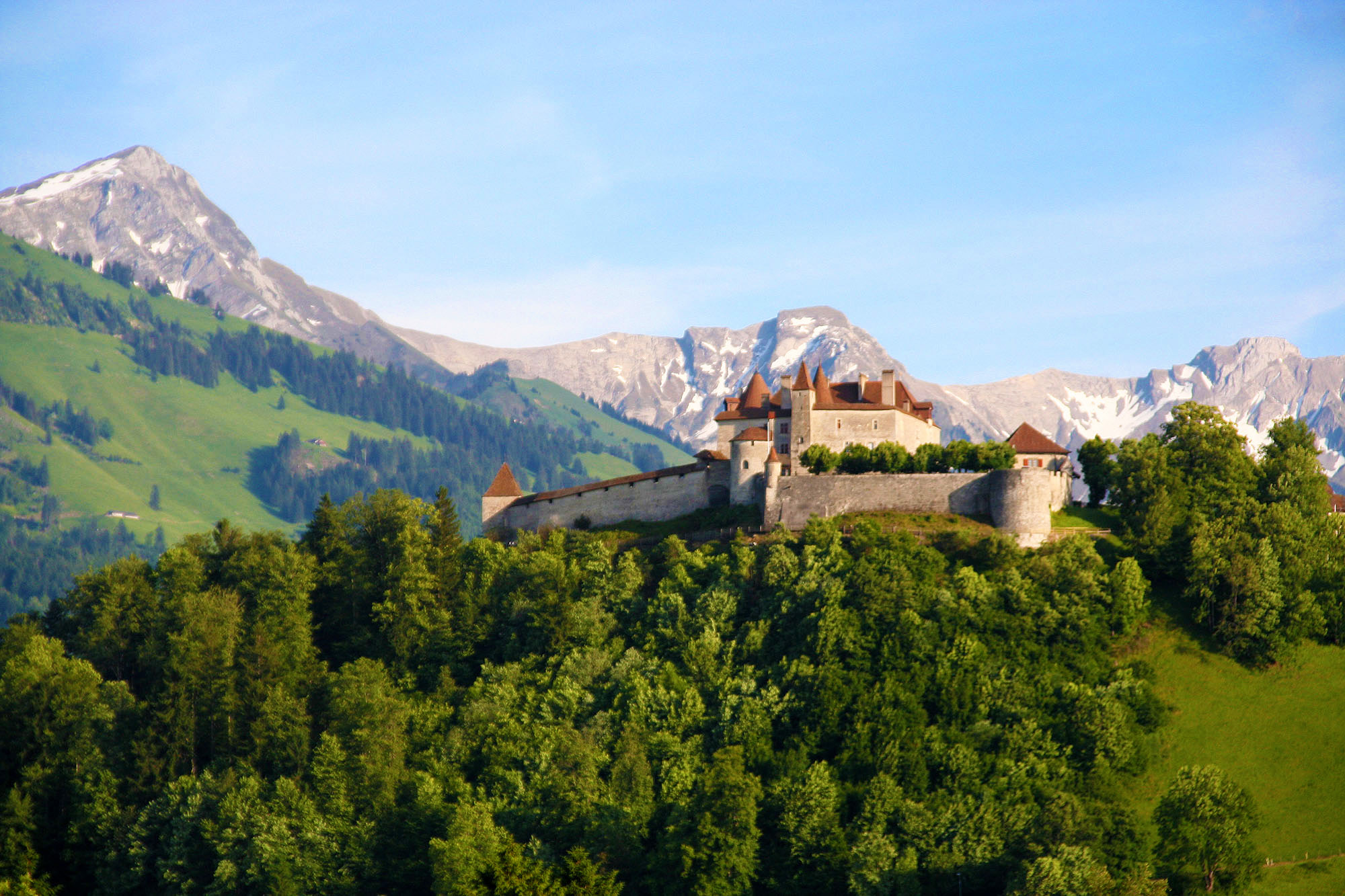 kt_2020_350_Keytours_excursions_Swisstours_gruyères_village6_2048_10
