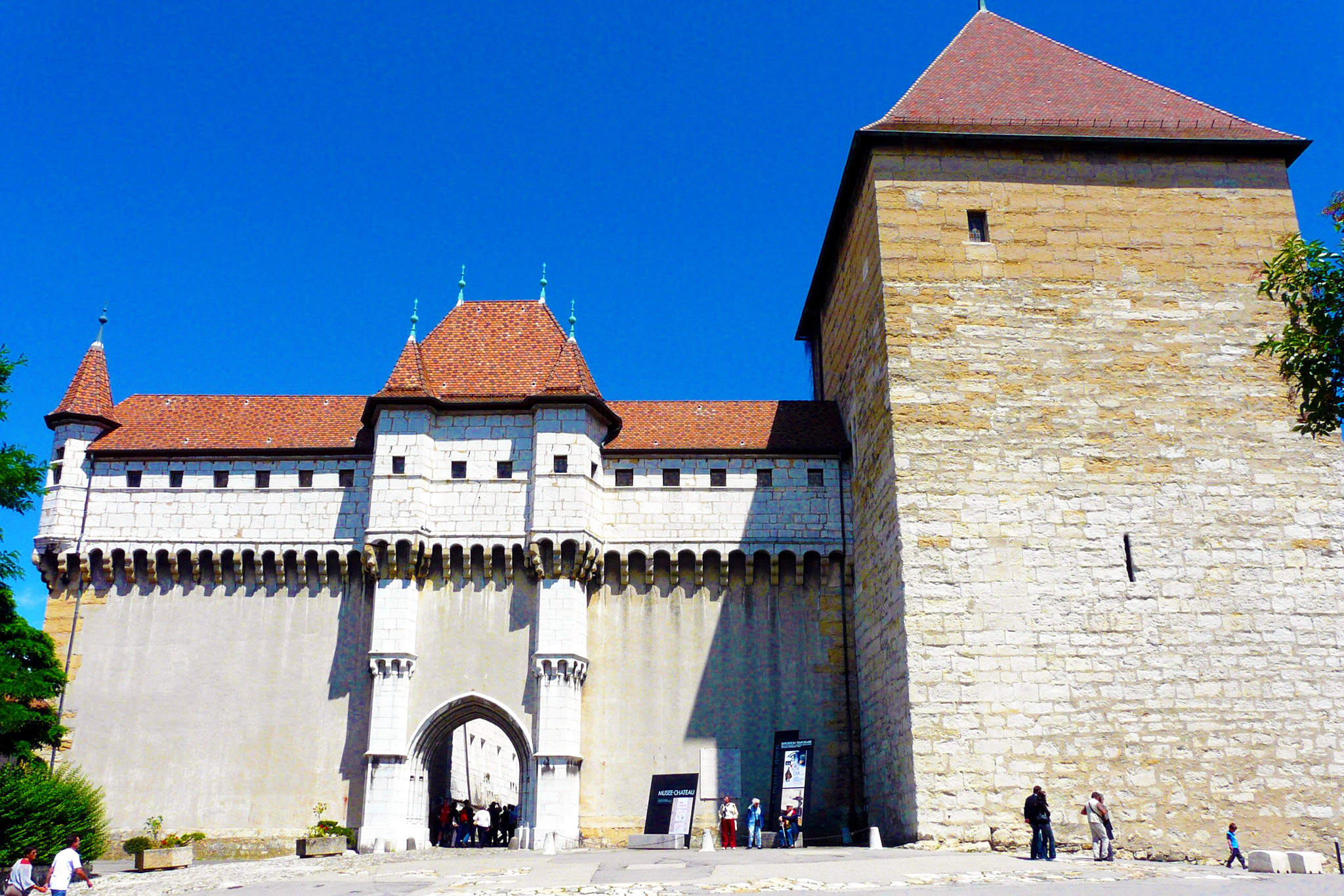 kt_2020_370_Keytours_excursions_Swisstours_annecy_château4_2048_10