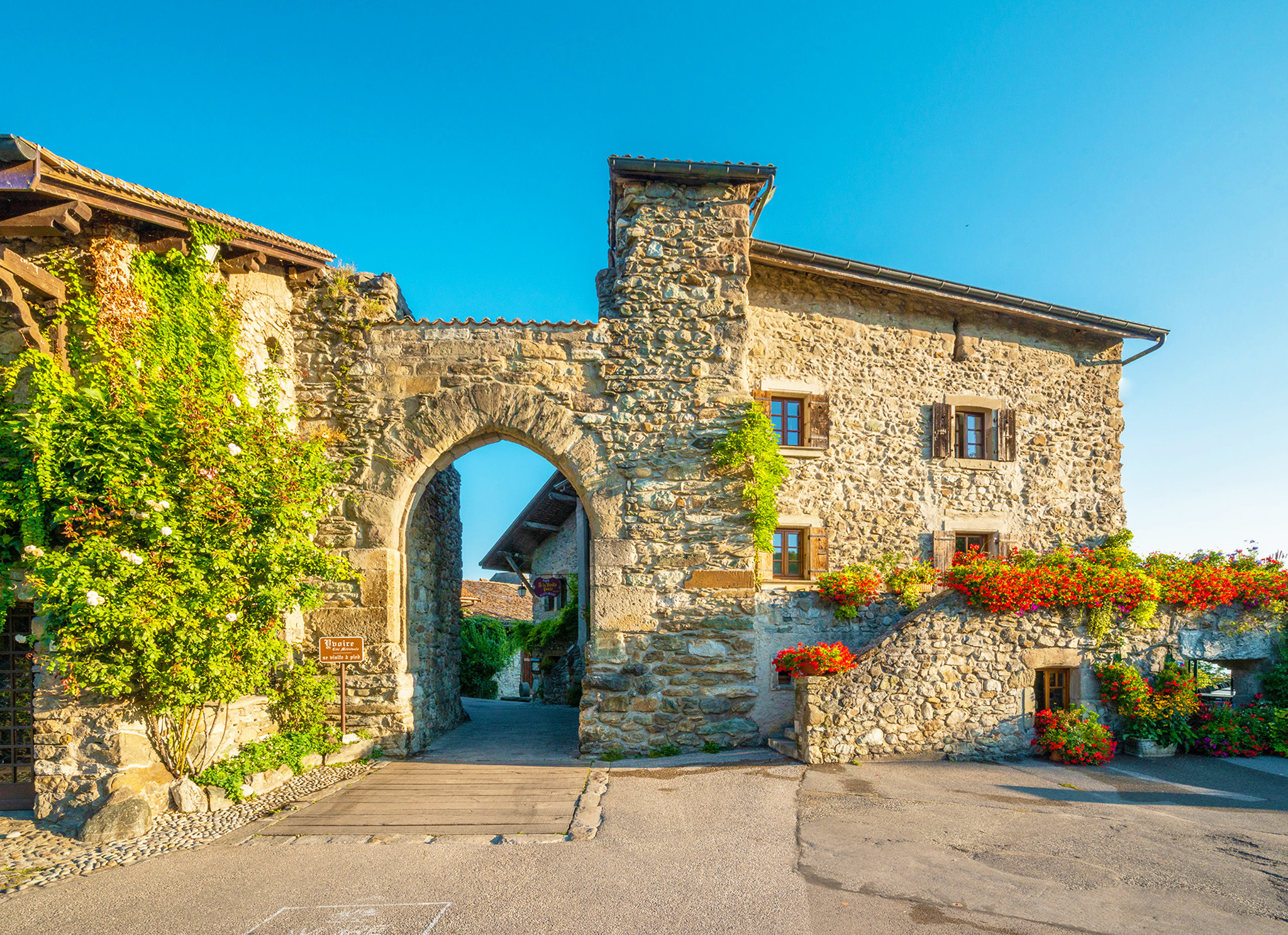 kt_2020_380_Keytours_excursions_Swisstours_yvoire1_2048_10